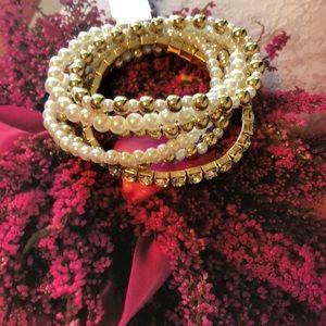 Jewelry - ❗️New ❗️pearl and diamond stretchy bracelet bundle
